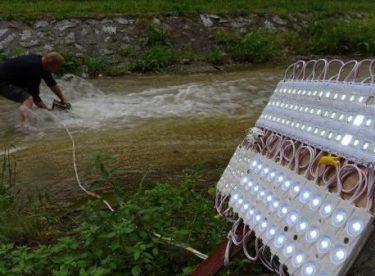 Bursa'da suyun altında elektrik üretti
