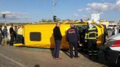 İşçi servisi ile otomobil çarpıştı:14 yaralı