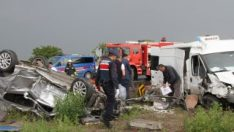 Tekirdağ'da otomobil ve minibüs çarpıştı: 2 ölü