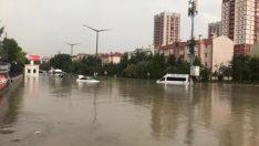 Ankara'da şiddetli yağış, Sokaklar göl oldu