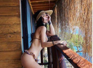 Hande Yener'den bikinili poz