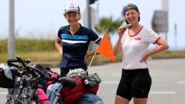 Hollandalı gezginler bisikletle dünyayı dolaşıyor