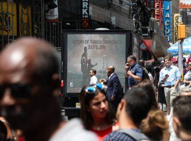 New York'ta Amerika'lılara ve turistlere 15 Temmuz anlatıldı