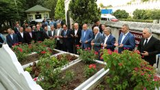 Erdoğan, Erbakan'ın kabrini ziyaret etti