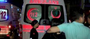 D-100 Karayolu'nda otomobil durağa daldı: 8 yaralı