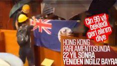 Hong Kong'da göstericiler meclisi bastı