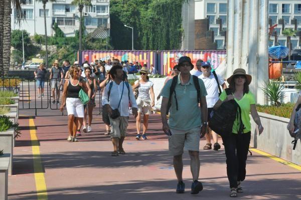 Kuşadası'na yerli ve yabancı turist akını