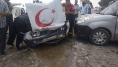 Mezarlık önünde kaza: 2'si ağır 4 kişi yaralandı