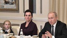 Putin, faciada ölen 13 denizcinin aileleriyle buluştu