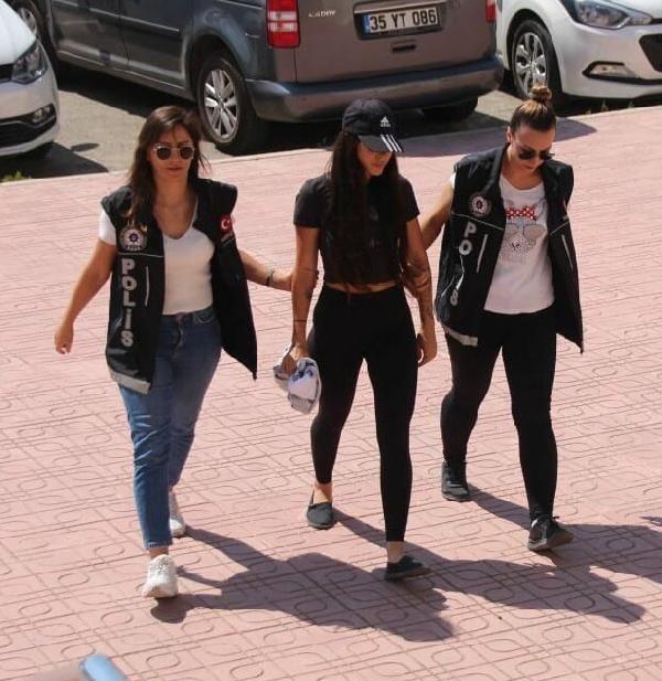 Sosyal medya fenomeni Pelinsu Meşe gözaltına alındı