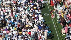 ABD'de binlerce Müslüman stadyumda bayram namazı kıldı