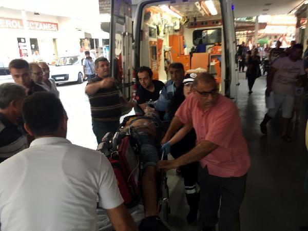 Adana'da araç refüje çarptı: 2 ölü 2 yaralı