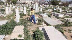 Arefe günü mezarlık ziyaret edene para dağıtacak