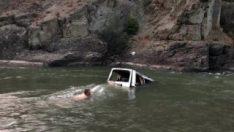 Artvin'de kamyonet Çoruh Nehri'ne uçtu