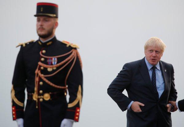 Boris Johnson G7'de de 'rahat' tavırlarıyla dikkat çekti
