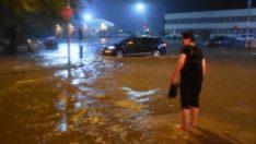 Edirne'de yağmurda yollar göle döndü