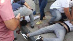 Gaziantep'de motosiklet metrobüs durağına çarptı