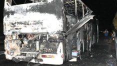 İzmir'de tur otobüsü yanarak kül oldu