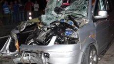 Karabük'te minibüs, traktöre çarptı: 1 ölü 6 yaralı