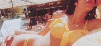 Kıvılcım Ural'dan bikinili paylaşımlar