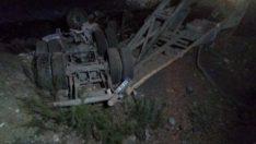 Malatya'da şarampole devrilen kamyonetin sürücüsü öldü