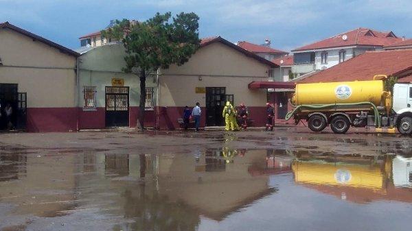Sakarya'da su basan okulda zehirli gaz açığa çıktı