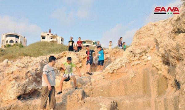 Suriyeliler bayram tatilinde plajlarında