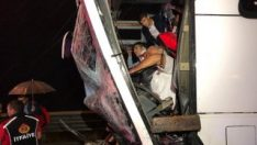 TEM otoyolunda yolcu otobüsüyle tır çarpıştı