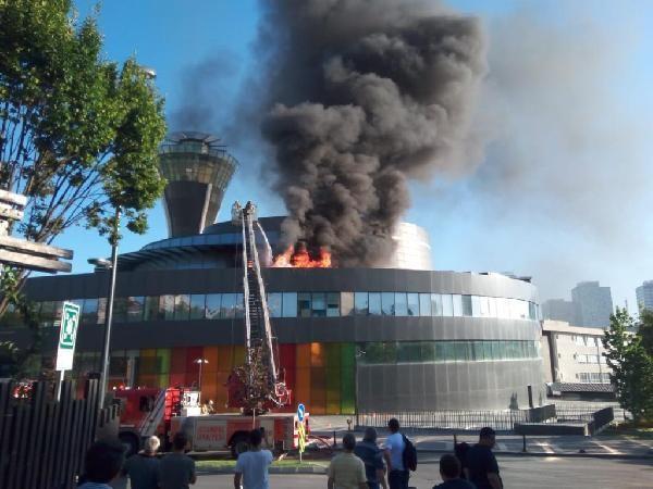 Üsküdar Bilim Merkezi'nde yangın çıktı