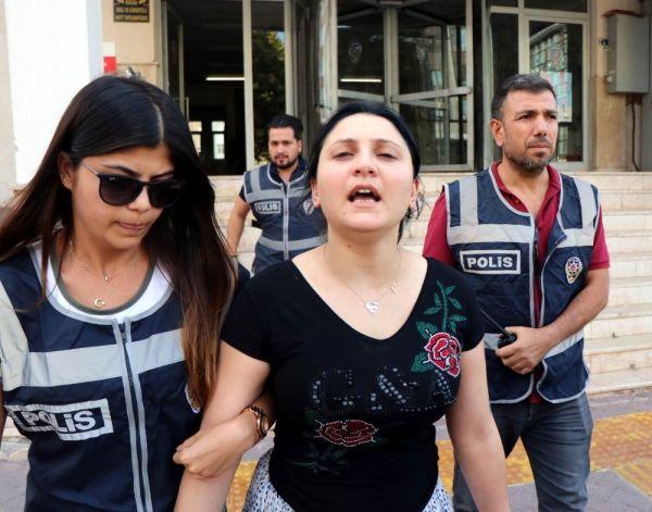 11 suçtan aranan kadın evindeki özel bölmede yakalandı