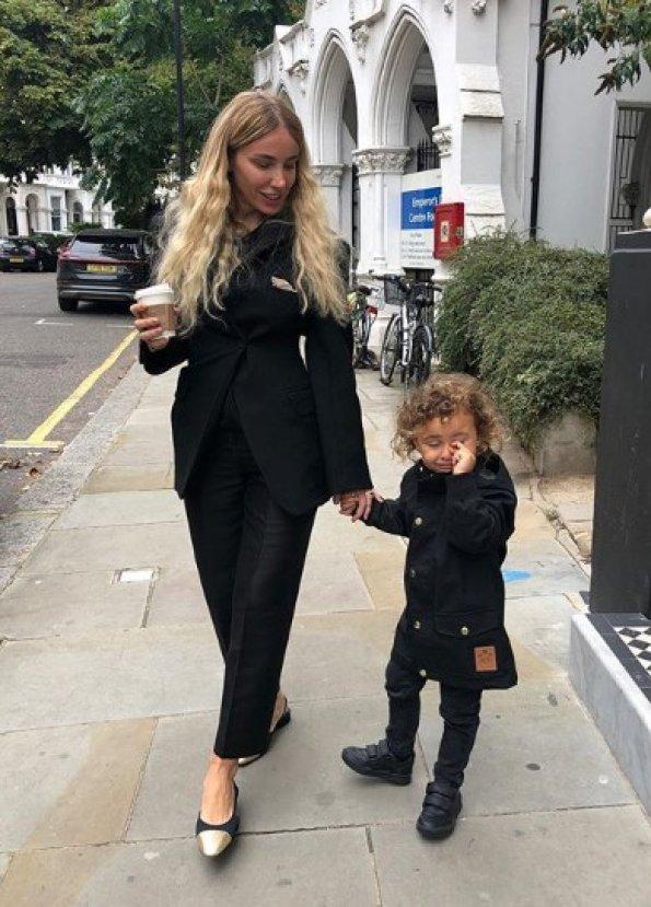 Gülşen'in oğlu Londra'da okula başladı