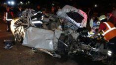 Isparta'da otomobil, tomruk yüklü kamyona arkadan çarptı