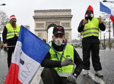 Macron'dan Sarı Yelekliler açıklaması