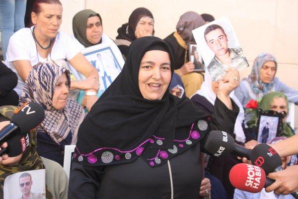 Oğlu askerdeyken dağa kaçırılan anne HDP önünde