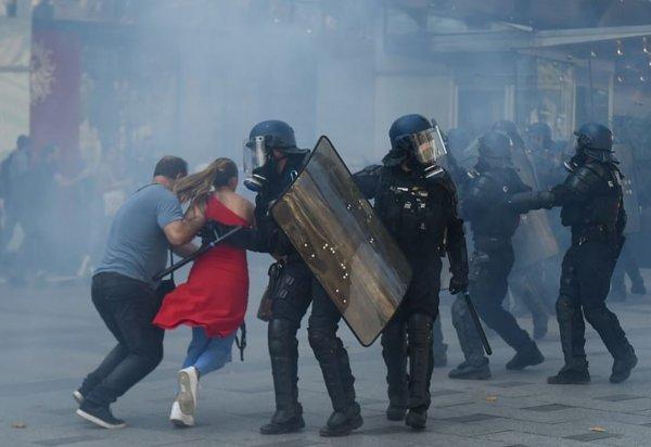 Paris'te eylem günü
