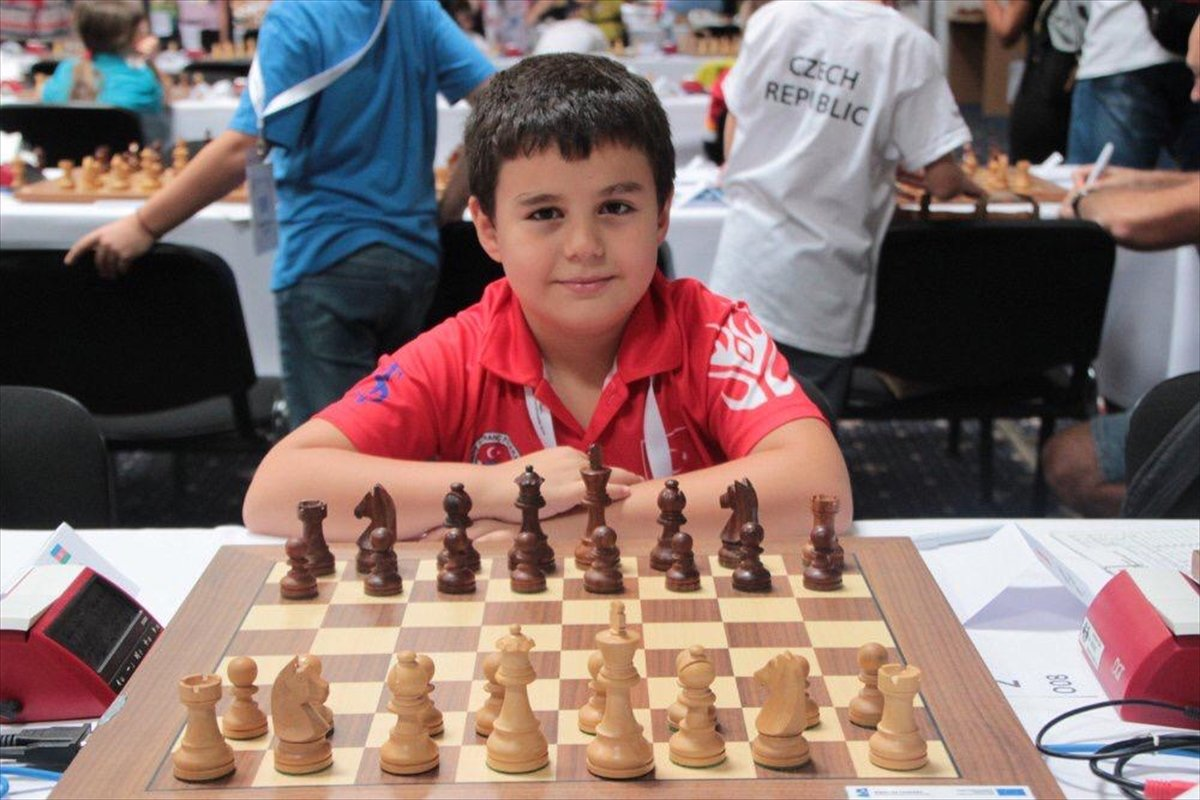 8 yaşındaki satranç şampiyonu, büyük usta olma yolunda