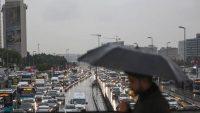 Mega kentte trafik hayat felç oldu