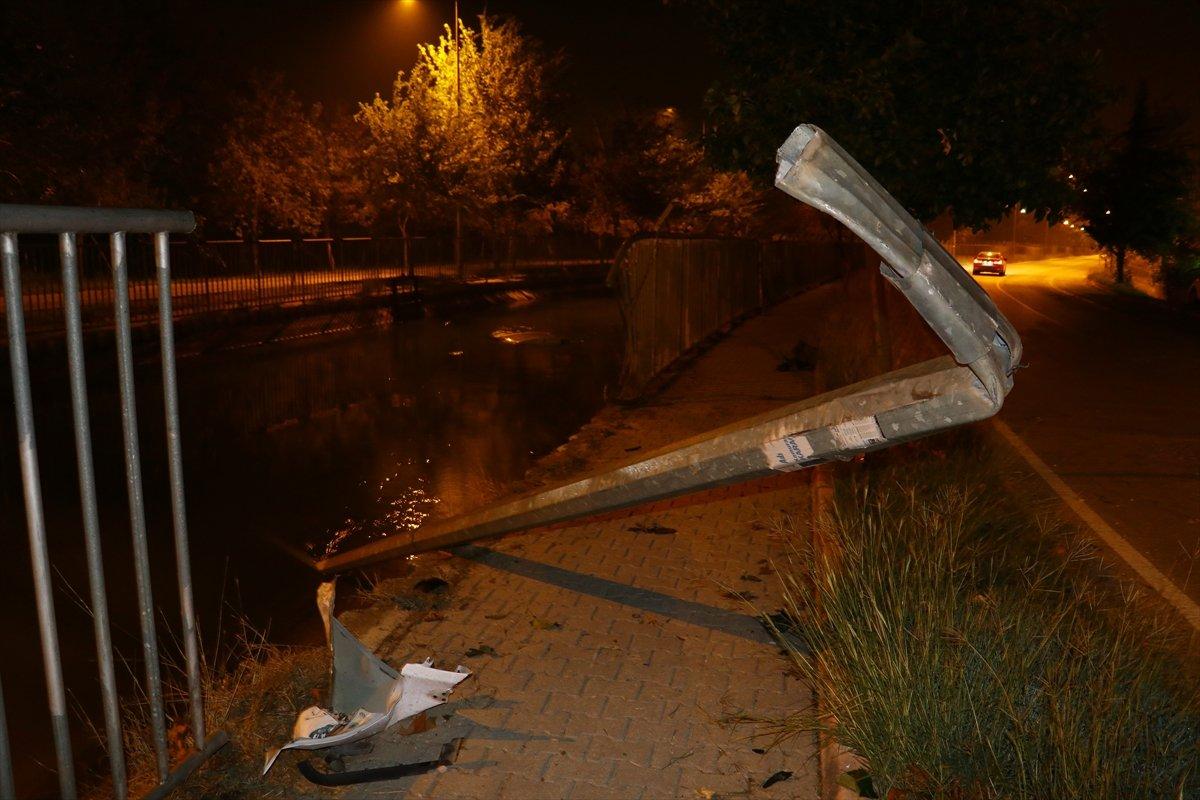 Adana'da sulama kanalına araç düştü