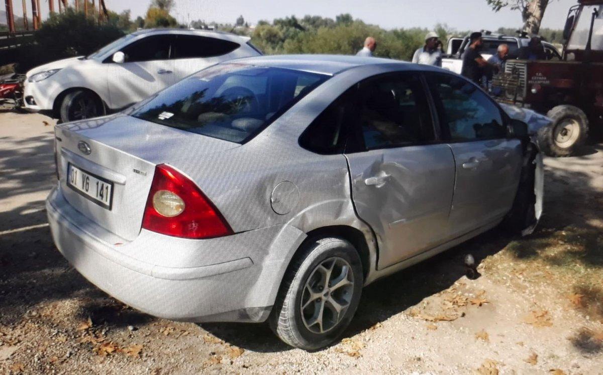 Adana'da Tarihi Demir Köprü'de 2 araç çarpıştı