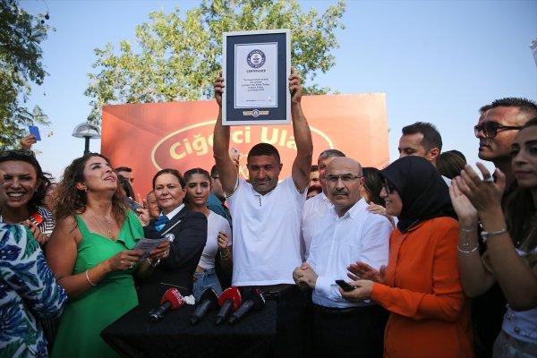 Adana'da tek şişte et pişirme rekoru