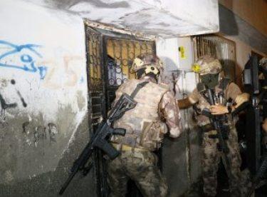 Adana'da terör yandaşlarına şafak operasyonu