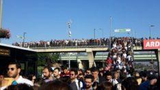 Altunizade metrobüs durağında yoğunluk sürüyor