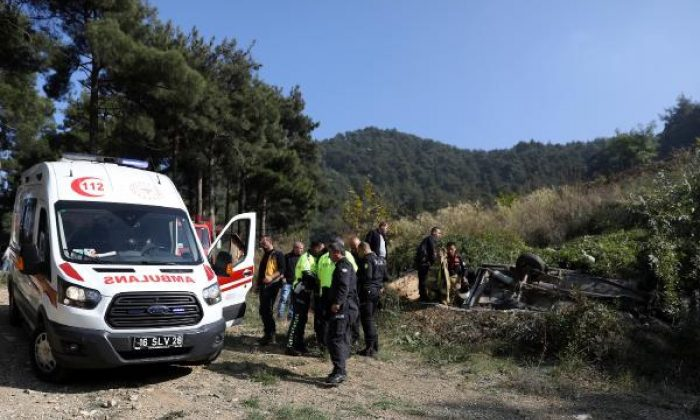 Bursa'da otomobil 30 metrelik uçurumdan yuvarlandı