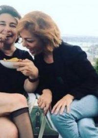 Esra Dermancıoğlu'ndan ilginç poz
