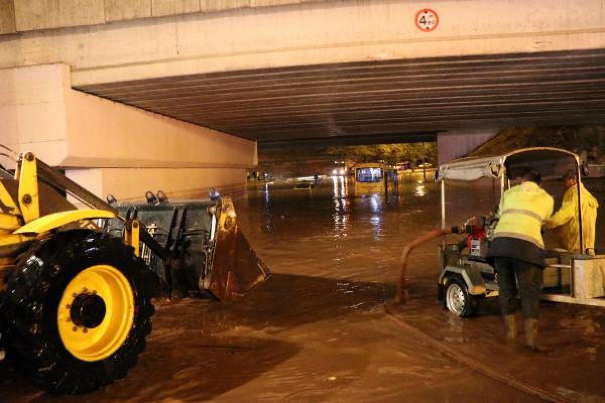 Gaziantep'te sağanak yağış su baskınlarına neden oldu