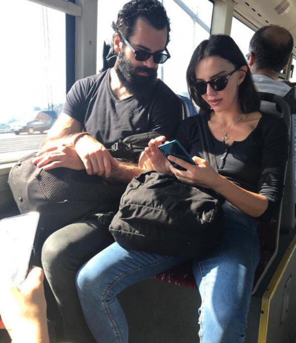 Hande Ataizi sevgilisiyle halk otobüsüne bindi
