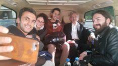 Kemal Kılıçdaroğlu otostop çeken gençleri kampüse bıraktı