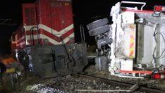 Kütahya'da lokomotif çöp kamyonuna çarptı: 3 yaralı