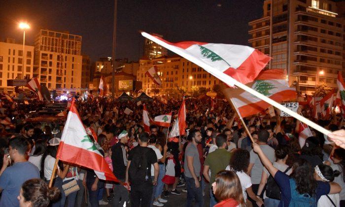 Lübnan'da protestoculara dansöz de eklendi