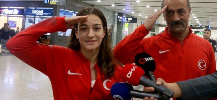 Milli boksör Çakıroğlu'ndan asker selamı!